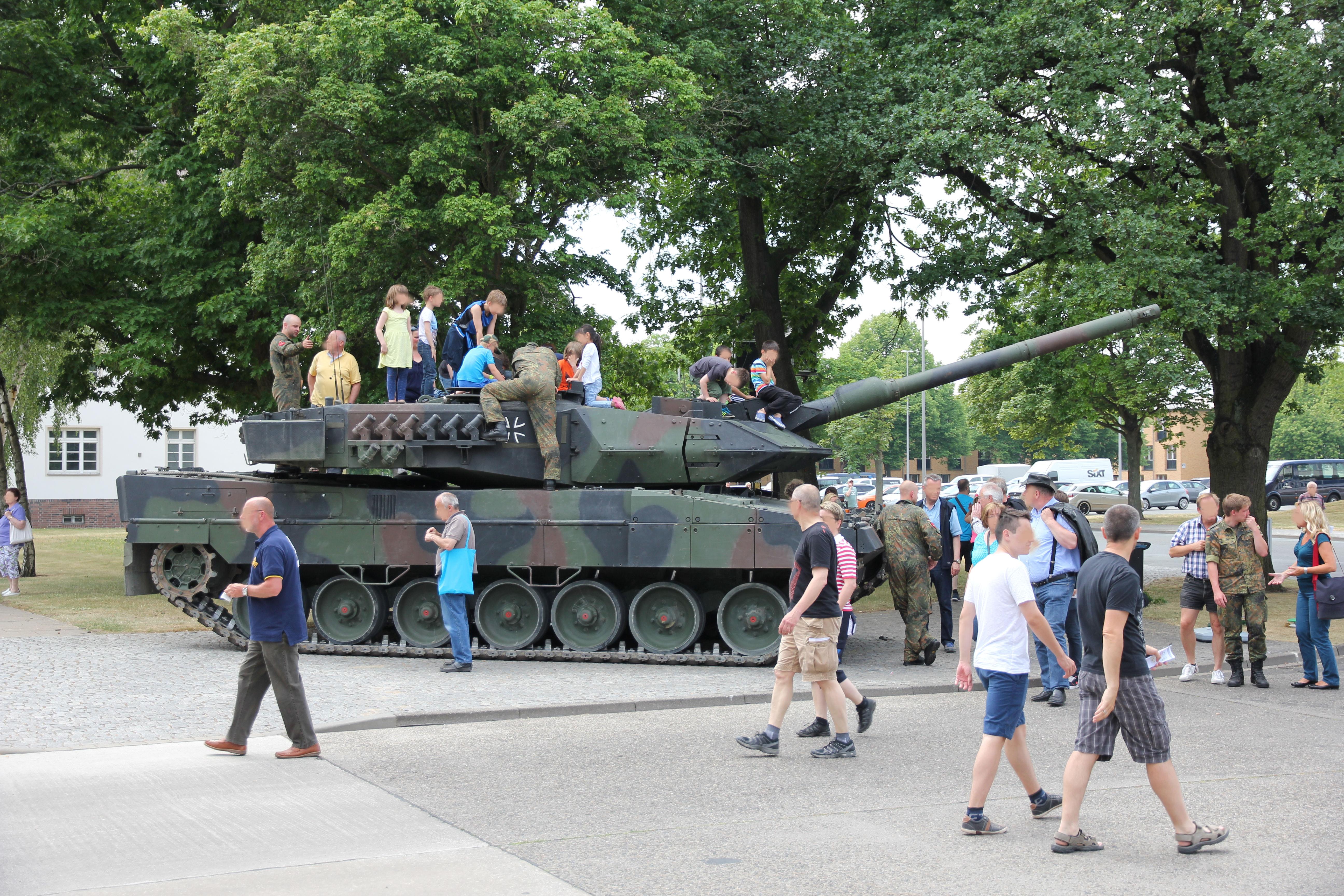 """zivil-militärische """"Zusammenarbeit"""" – das Militär meint es ernst"""