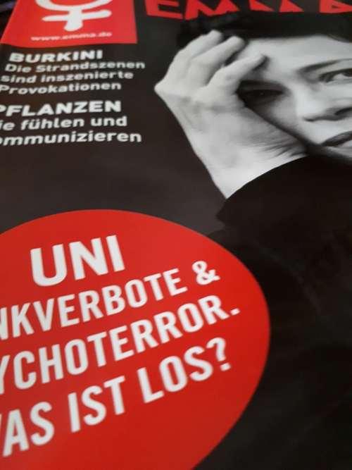 """In trauter Gemeinschaft: Alice Schwarzers """"EMMA"""" und das Kollektiv des """"Beißreflexe""""-Bandes. Eine glossierte Betrachtung."""