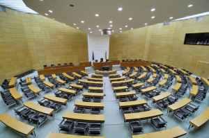 Ländliche Stille – die Programme der Parteien zur Landtagswahl in Niedersachen aus queerer Perspektive